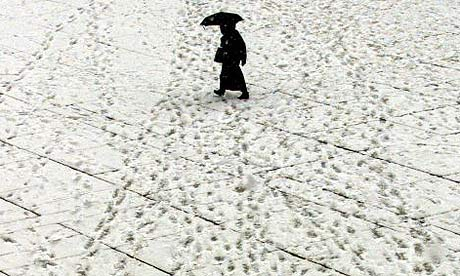 Footprints-in-the-snow-001